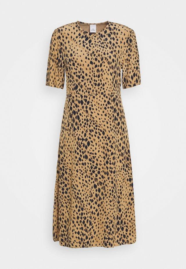 IVY - Denní šaty - lark