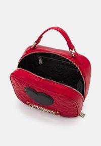 Love Moschino - CAMERA BAG RED EXCLUSIVE - Sac à main - red - 3