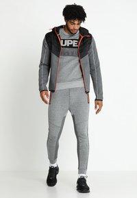 Superdry - GYM TECH CHEVRON HYBRID - Training jacket - urban grey heather - 1