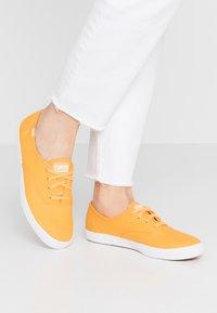 Keds - CHAMPION SEASONAL SOLIDS - Sneakersy niskie - cadmium yellow - 0