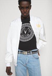 Versace Jeans Couture - MOUSE - Camiseta estampada - black - 2