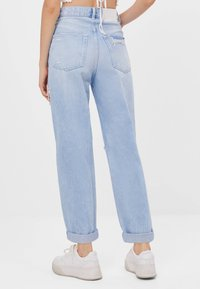 Bershka - MOM MIT RISSEN - Jeans Relaxed Fit - blue - 2