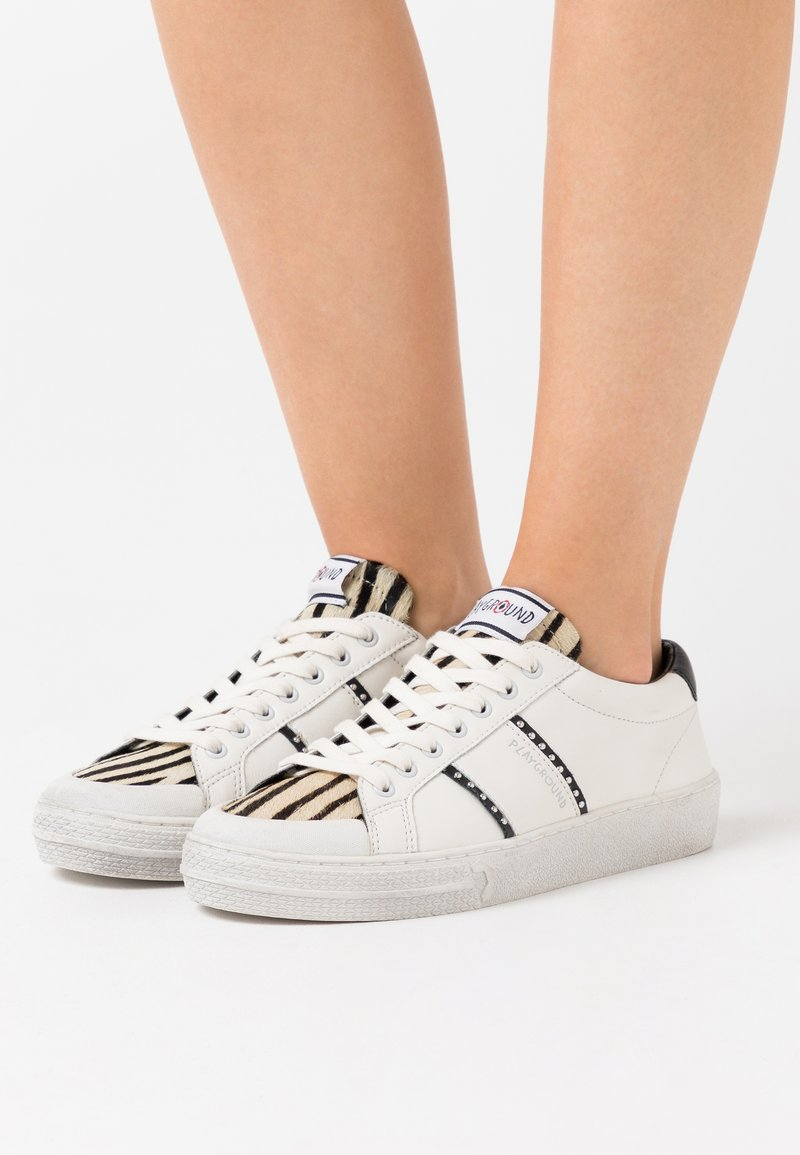 MOA - Master of Arts - TRIKS - Trainers - white
