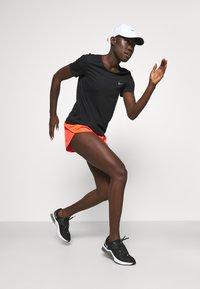 Nike Performance - RUN - T-shirt basic - black/bright crimson/silver - 1