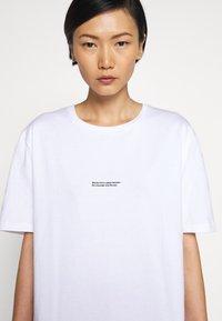 Holzweiler - BAND TEE - Print T-shirt - white - 5