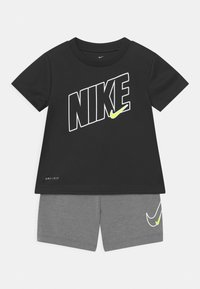 Nike Sportswear - DRI-FIT SPORT SET  - Camiseta estampada - smoke grey - 0