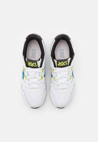 ASICS SportStyle - LYTE CLASSIC UNISEX - Sneakersy niskie - white/electric blue - 3