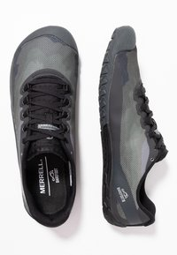 Merrell - VAPOR GLOVE 4 - Minimalist running shoes - black - 1