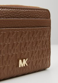 MICHAEL Michael Kors - MOTTZA COIN CARD CASE - Peněženka - luggage - 2