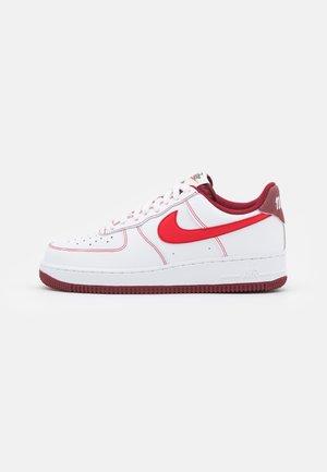 AIR FORCE 1 '07 - Sneakersy niskie - white/university red/team red/sail/team orange/black