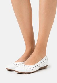Gabor - Ballet pumps - weiß - 0