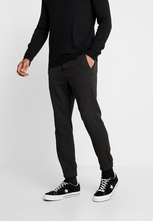 CLUB HERRING PANT - Verryttelyhousut - charcoal grey