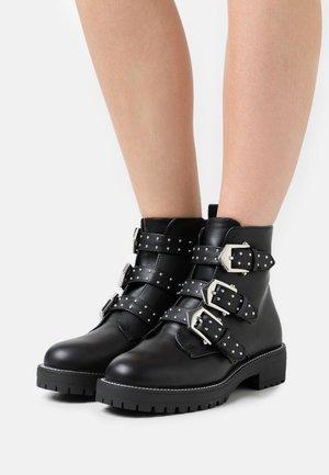 POWWELL - Kotníkové boty na platformě - black