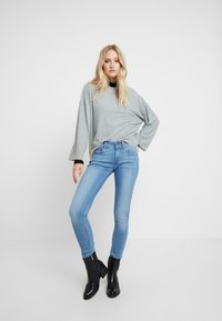 G-Star - LYNN MID SUPER SKINNY  - Jeans Skinny Fit - sun faded blue - 1
