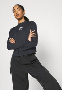 Nike Sportswear - AIR MOCK - T-shirt à manches longues - black/iron grey/white - 3