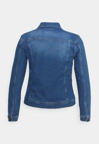 ONLY Carmakoma - CARWESPA LIFE JACKET  - Jeansjakke - medium blue denim - 1