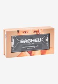 SACHEU BEAUTY - FACIAL ROLLER - STAINLESS STEEL - Huidverzorgingstool - chrome - 2