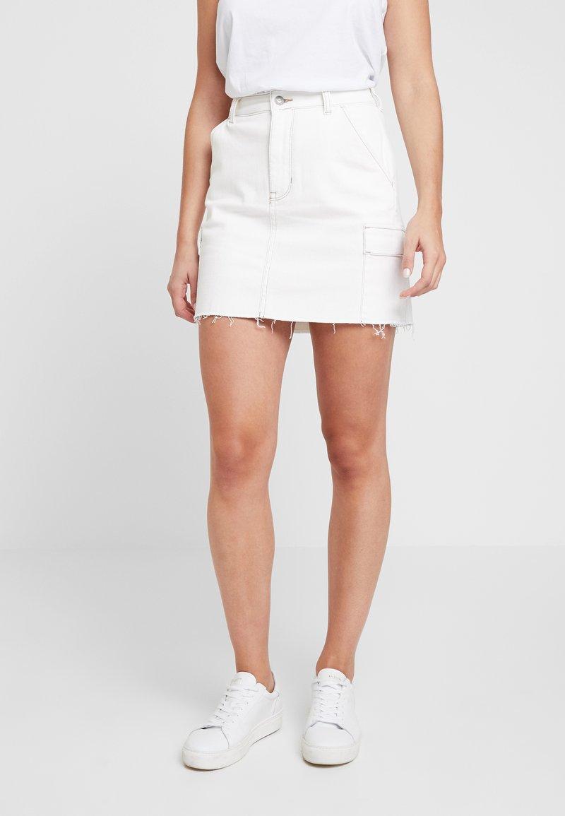 Hollister Co. - ULTRA HIGH RISE CARGO SKIRT - Pouzdrová sukně - white