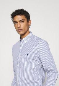 Polo Ralph Lauren - SLIM FIT STRIPED POPLIN SHIRT - Shirt - white/sky blue - 4