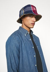 Polo Ralph Lauren - BUCKET HAT UNISEX - Hat - desert khaki/multicoloured - 0