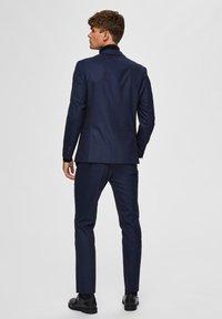 Selected Homme - SLIM FIT - Pantaloni eleganti - dark blue - 2