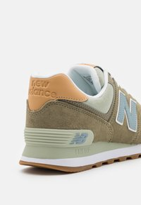 New Balance - 574 UNISEX - Trainers - brown - 5