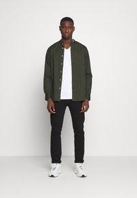 Calvin Klein - STAND COLLAR LIQUID TOUCH - Shirt - green - 1