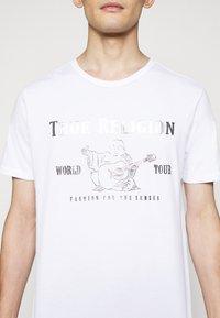 True Religion - CORE LOGO TEE - Camiseta estampada - white - 5