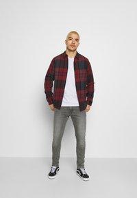 Wrangler - BRYSON - Jeans Skinny Fit - blackopedia - 1