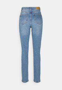 Vero Moda Tall - VMJOANA MOM  - Džíny Relaxed Fit - light blue denim - 1