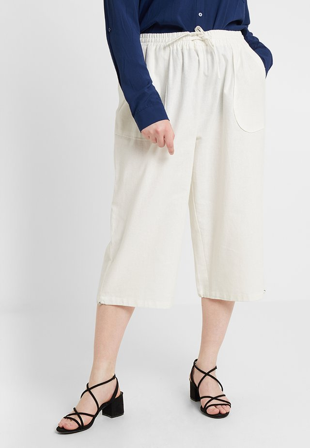 Shorts - cloud dancer