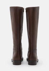 Coach - FYNN BOOT - Boots - walnut - 3
