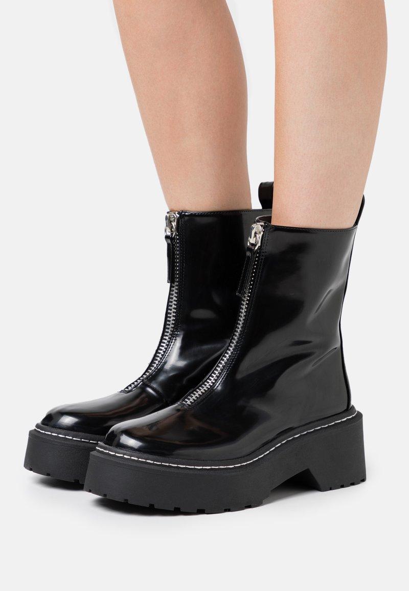 Missguided - ZIP UP STITCH DETAIL CHUNKY BOOTS - Platåstøvletter - black