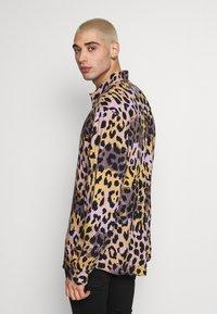 Weekday - NINO LEOSPLASH SHIRT - Overhemd - black - 2