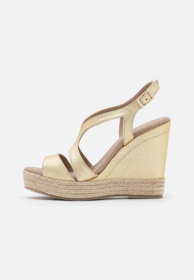 TELMA - Platform sandals - metal platino