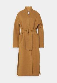 Marc O'Polo PURE - COAT ELONGATED OVERLAPP V-NECK  BELT BIG PATCH  - Classic coat - gold amber - 0