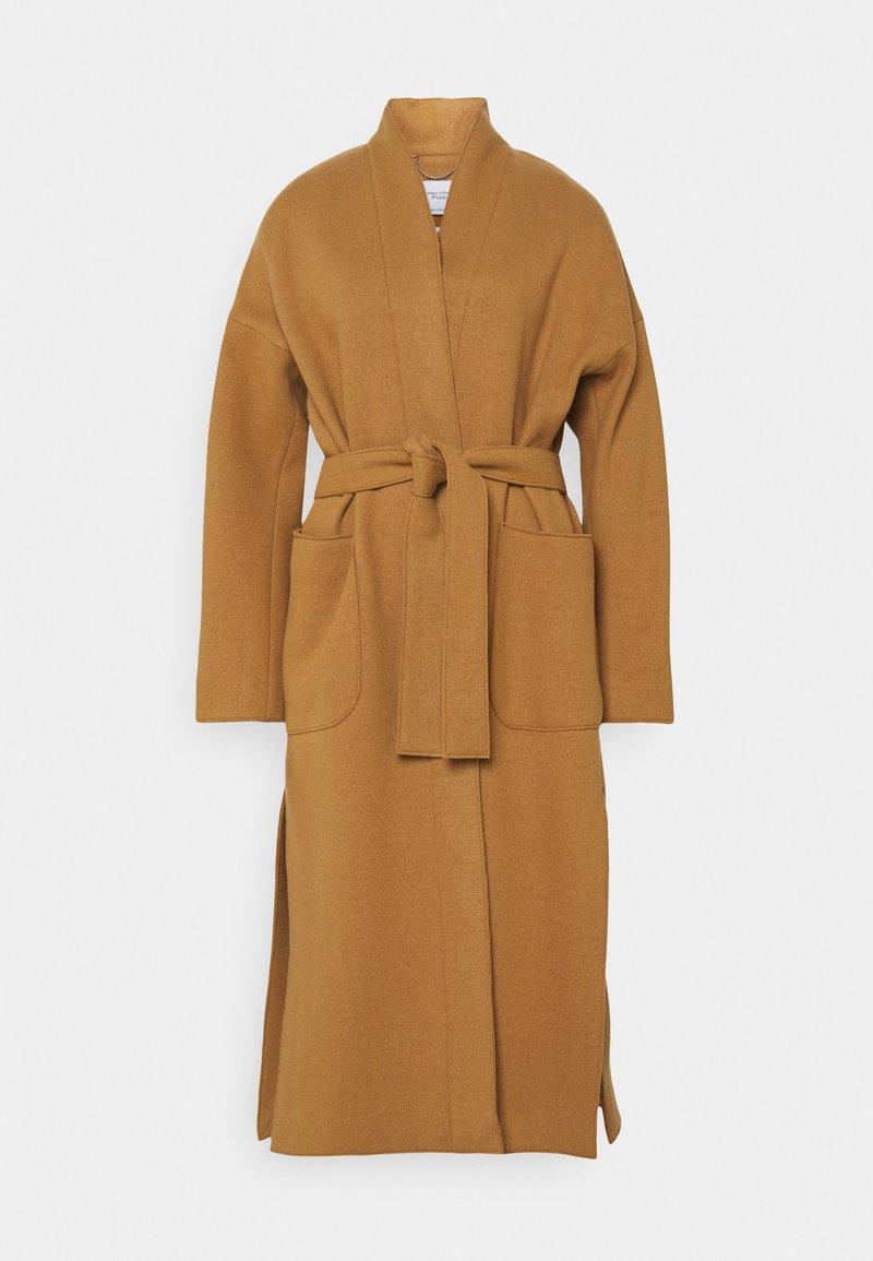 Marc O'Polo PURE - COAT ELONGATED OVERLAPP V-NECK  BELT BIG PATCH  - Classic coat - gold amber