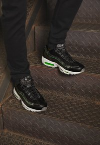 Nike Sportswear - AIR MAX 95 - Baskets basses - black/electric green/smoke grey - 2