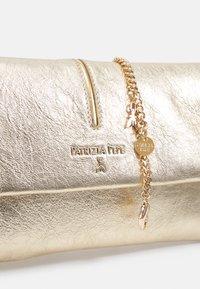 Patrizia Pepe - Clutch - gold - 4