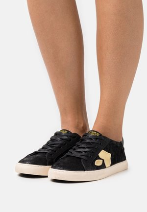 AUSTIN - Sneakers - black/gold