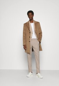 Isaac Dewhirst - WEDDING COLLECTION - SLIM FIT SUIT - Oblek - beige - 1