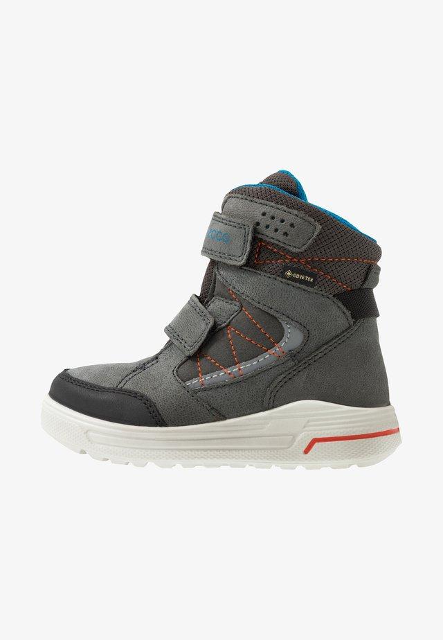 URBAN SNOWBOARDER - Winter boots - black/dark shadow/olympian blue