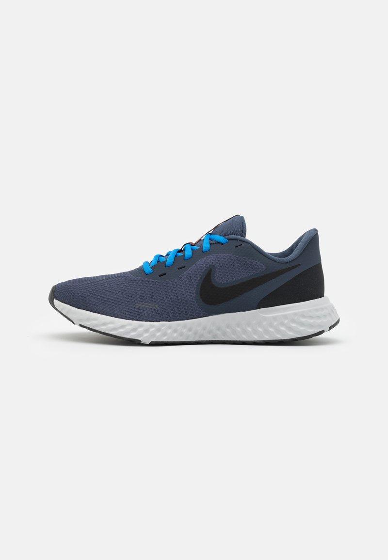Nike Performance - REVOLUTION 5 - Neutral running shoes - thunder blue/black/grey fog/light photo blue/dark pony
