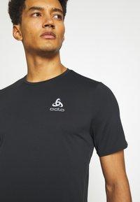 ODLO - ZEROWEIGHT CHILL TEC CREW NECK - T-shirt imprimé - black - 4