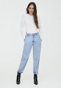 PULL&BEAR - LONGSLEEVE - Bluzka z długim rękawem - white - 1