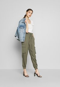 Abercrombie & Fitch - JOGGER - Trousers - green - 1