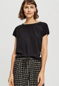 Opus - Basic T-shirt - black - 0