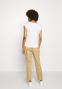 GAP - GIRLFRIEND - Pantalones chinos - beige - 2