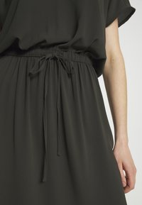 ONLY - ONLMARIANA MYRINA DRESS - Korte jurk - peat - 5