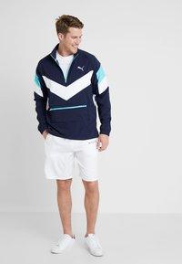 Tommy Hilfiger - CORE SHORT  - Pantalón corto de deporte - white - 1